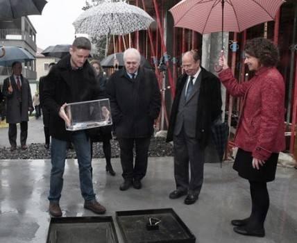 Colocación de la primera piedra de DeustoFabLab con la presencia del alcalde de Bilbao