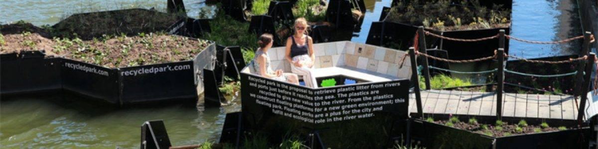 El parque flotante de plástico reciclado
