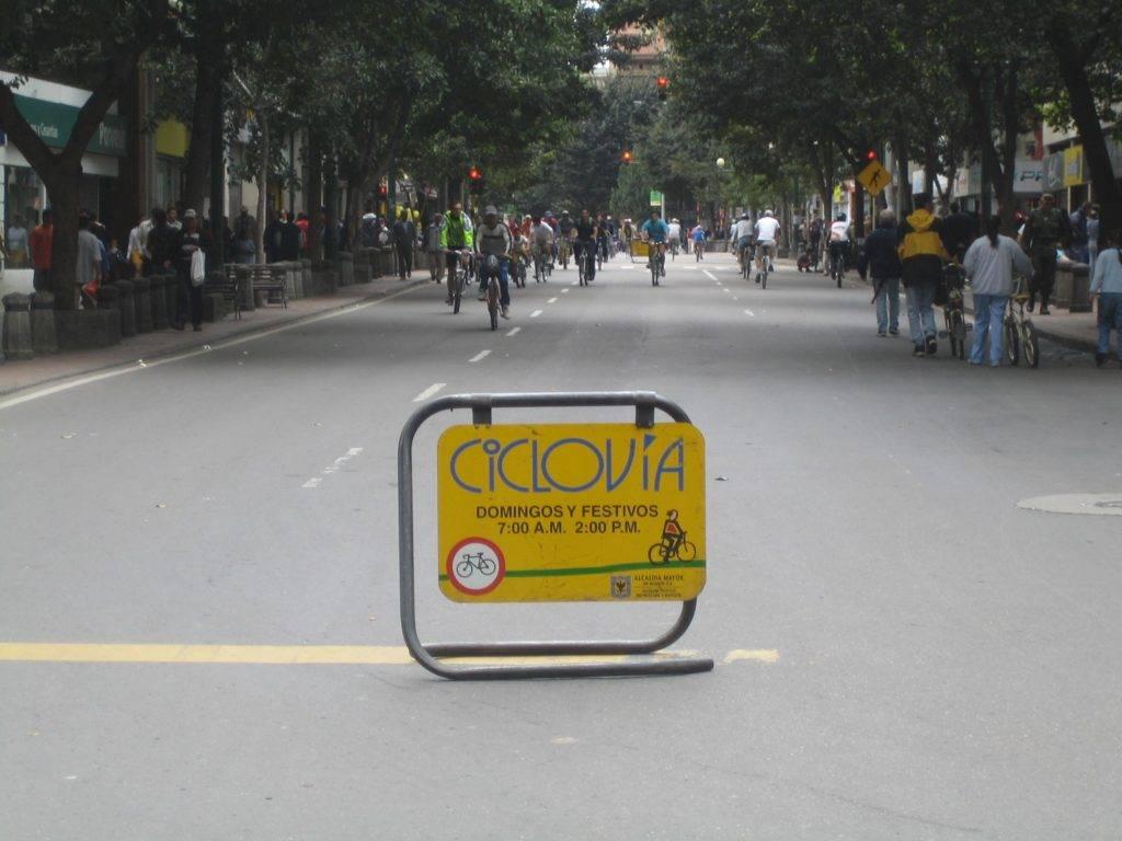 File:Ciclovia-bogota.jpg - Wikimedia Commons